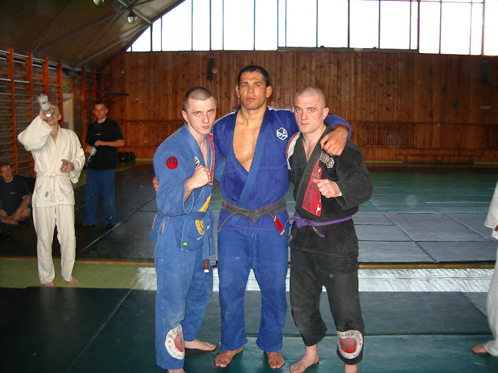 "Maciej and Mariusz Linke with Rodrigo ""Minotauro"" Nogueira"